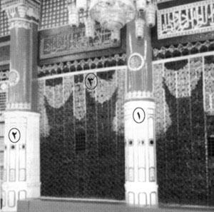 (1) أسطوانة السرير؛ (2) أسطوانة الحرس؛  (3) جدار المقصورة الغربي