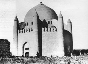 قبة العباس بن عبدالمطلب عم النبي في البقيع وتضم قبور بعض أهل البيت (1907)