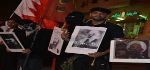 الشهيد يرفع صورة الشيخ النمر في إعتصام سابق. أرشيفية