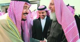 عُرف عن ولاء آل الشيخ إلى آل سعود بعتبارهم الممثل الشرعي إلى الحركة الوهابية . المفتي مع الملك سلمان . أرشيفية